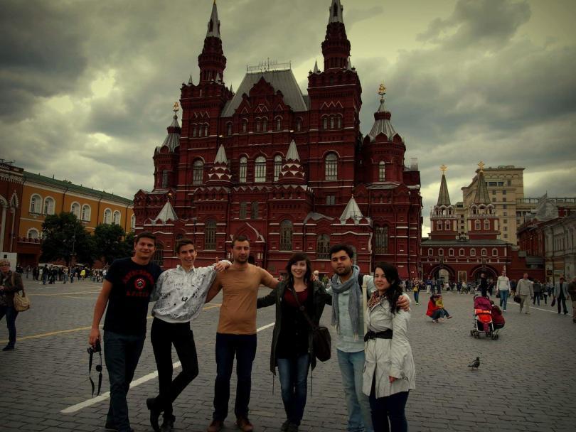 """снимка 8 """"Отвъд границите"""": Юлия Кошаревска: И да не живееш в България, можеш да помагаш"""