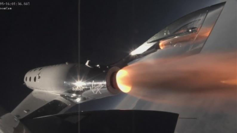 Компанията Върджин Атлантик на милиардера Ричард Брансът изпита успешно космически