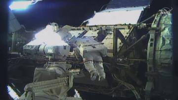 За първи път в историята две жени излязоха в открития космос