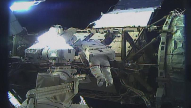 Снимка: За първи път в историята две жени излязоха в открития космос