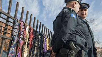 Активисти събират вратовръзки за косовския премиер в знак на протест