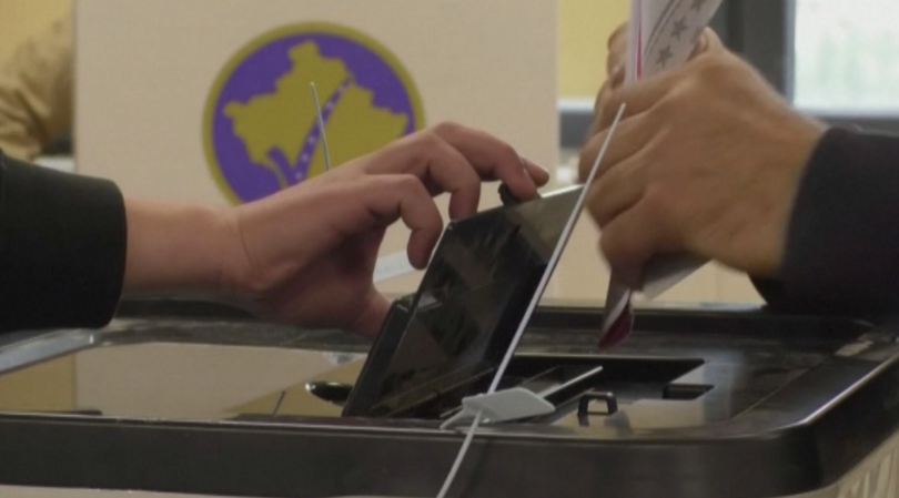 Предсрочни парламентарни избори в Косово. Очакванията са лявоцентристка коалиция да