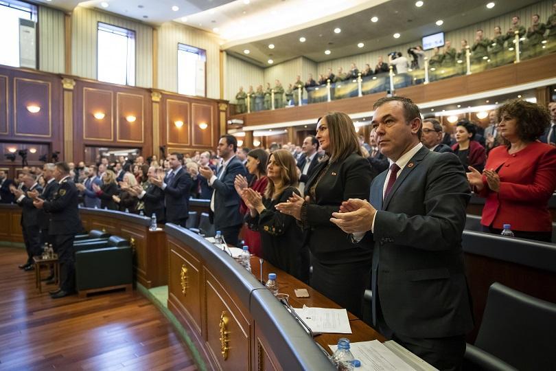 косовският парламент прие платформа преговори сърбия