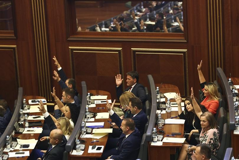 Десет години след обявяването на независимостта си, Косово гласува за