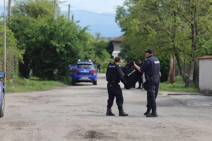 Полицията постави под охрана извън Костенец хора, които се чувстват