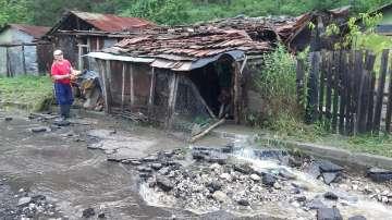20 къщи са наводнени след като реката в Котел излезе от коритото си