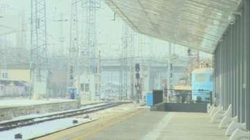 Крадци на кабели оставиха 20 влака без парно