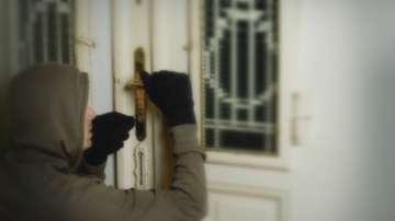 Увеличават се обирите на домове през отворени прозорци
