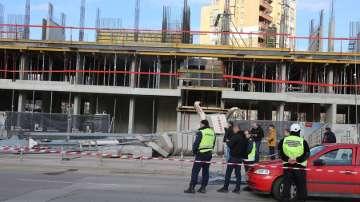 Кран падна в столичния квартал Младост 3, няма пострадали