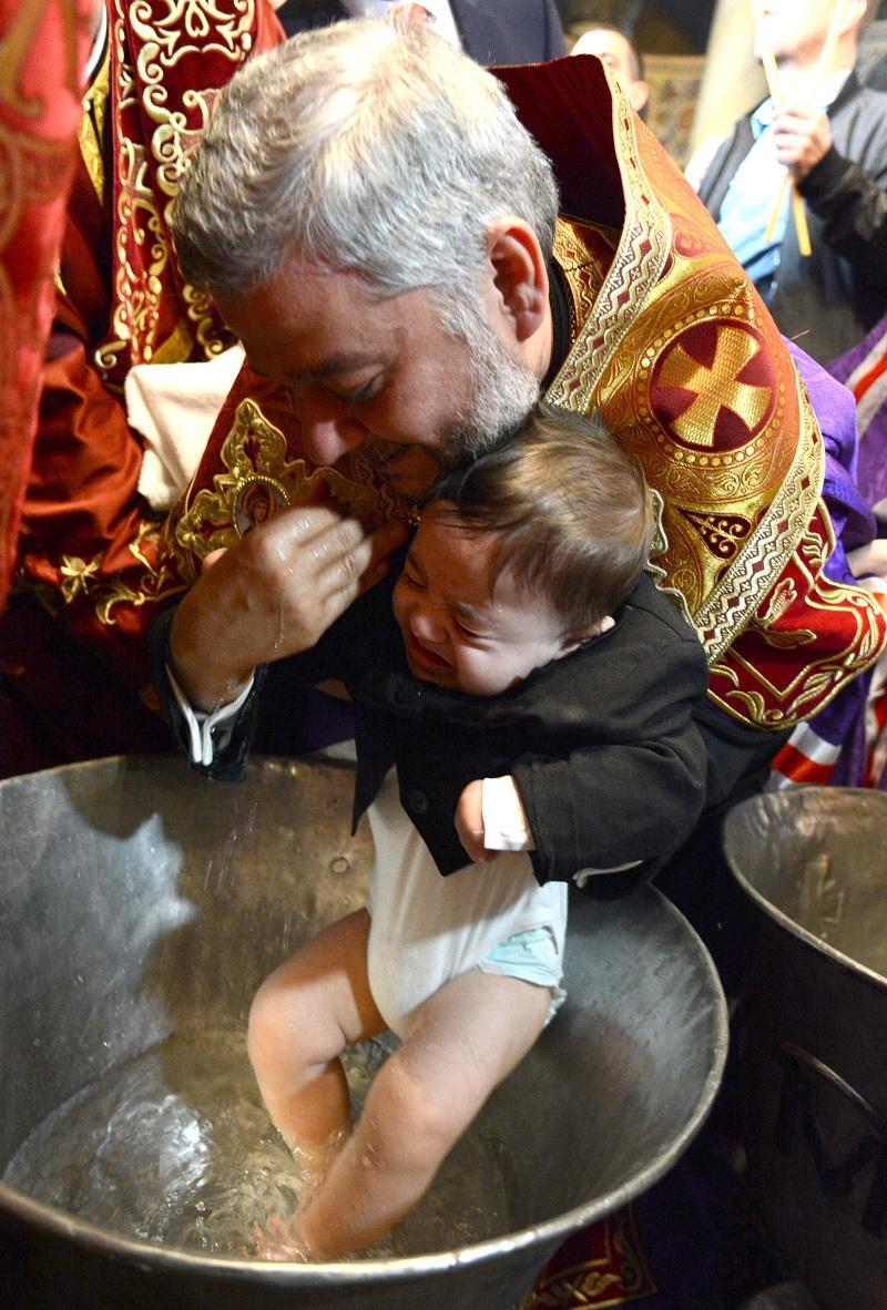 снимка 8 Хиляди деца получиха свето Кръщение в цяла България (СНИМКИ)