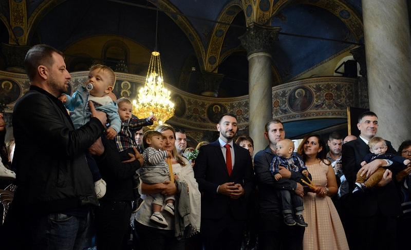 снимка 1 Хиляди деца получиха свето Кръщение в цяла България (СНИМКИ)