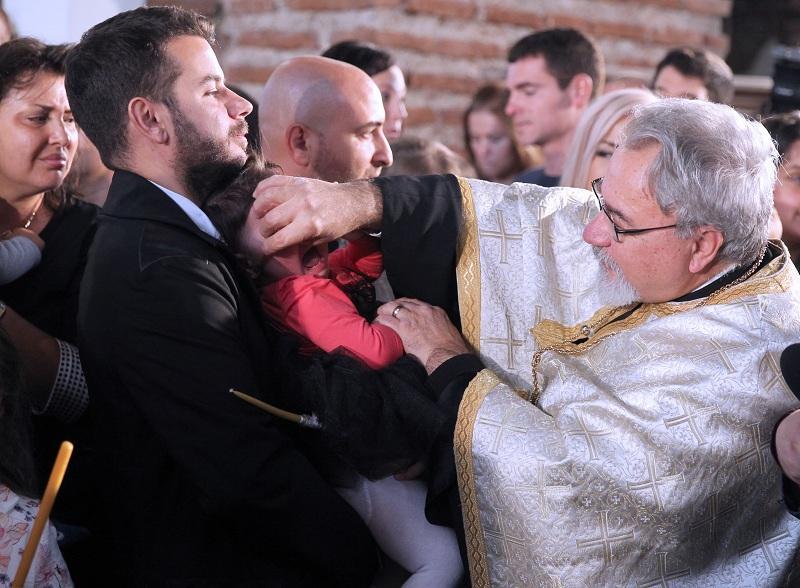 снимка 2 Хиляди деца получиха свето Кръщение в цяла България (СНИМКИ)