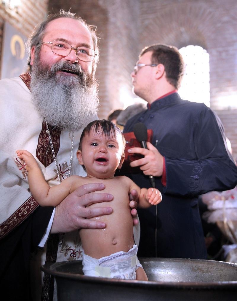 снимка 4 Хиляди деца получиха свето Кръщение в цяла България (СНИМКИ)