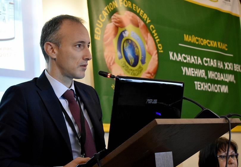 Министерството на образованието обмисля мерки, с които раниците на учениците