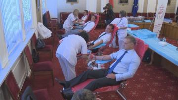 Депутати се включиха в инициатива за насърчаване на кръводаряването