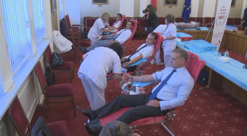 Депутати и служители на парламента дариха кръв. Инициативата е в