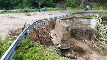 Работи се за възстановяване на движението по пътя Девин - Кричим