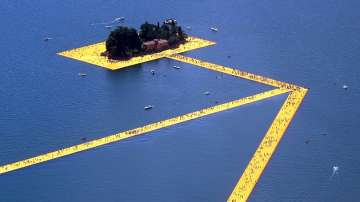 Над 50 000 преминаха по плаващите кейове на Кристо