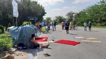 Свиневъди продължават блокадата на пътя Сливен - Ямбол