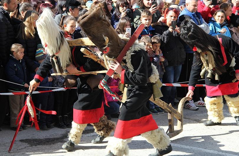 широка лъка посрещна хиляди гости кукерския празник