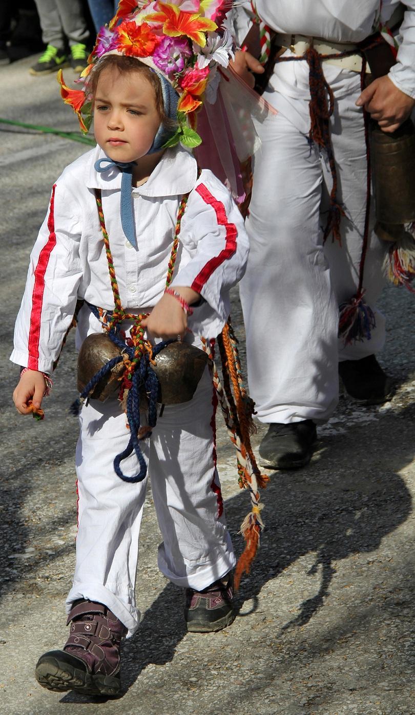 снимка 2 Широка лъка посрещна хиляди гости за кукерския празник
