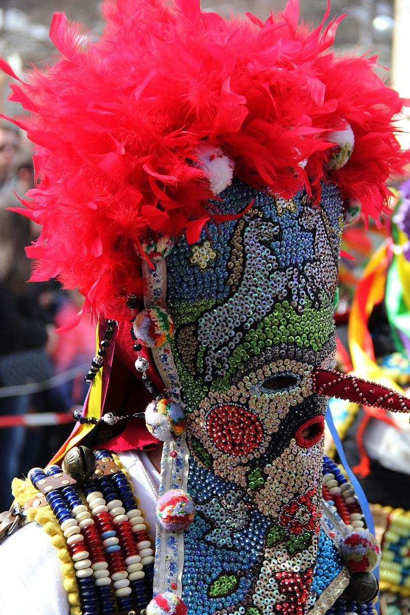 снимка 4 Широка лъка посрещна хиляди гости за кукерския празник