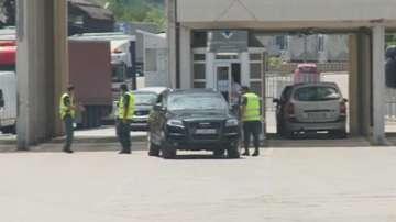 23-ма митнически служители са задържани при спецакция на ГКПП Кулата