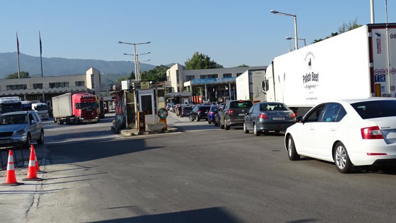 снимка 6 Засилен трафик на граничните пунктове в посока Гърция (СНИМКИ)