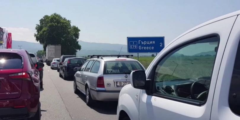 Интензивен е трафикът на българо-румънската граница на ГКПП