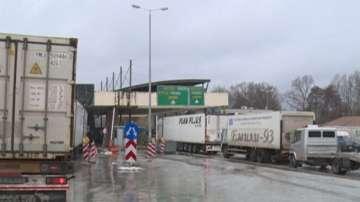 Блокадата на границата с Гърция продължава