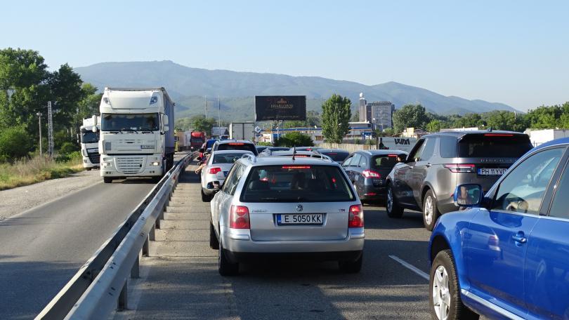 снимка 2 Засилен трафик на граничните пунктове в посока Гърция (СНИМКИ)