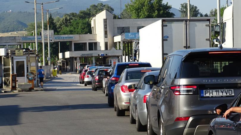снимка 4 Засилен трафик на граничните пунктове в посока Гърция (СНИМКИ)