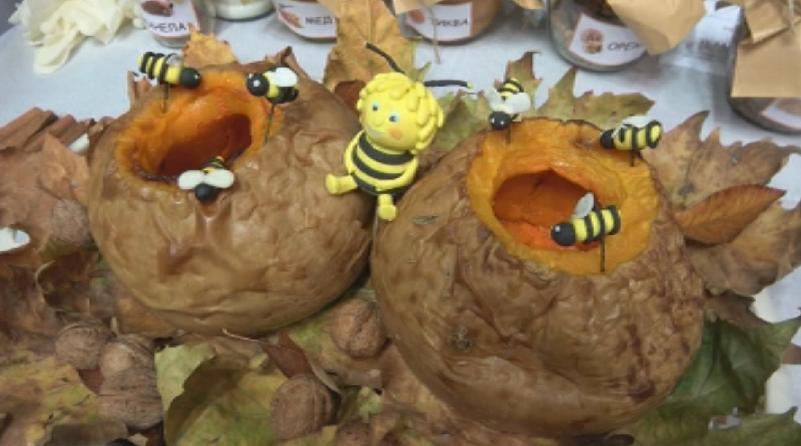 Снимка: Деца и родители приготвят здравословни специалитети в състезанието Вкусна есен