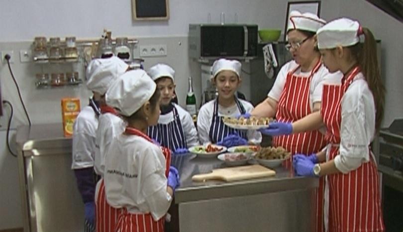 С кулинаротерапия привличат интереса към учебния процес на децата от