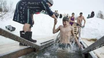 Богоявление с къпане в ледени води в Русия
