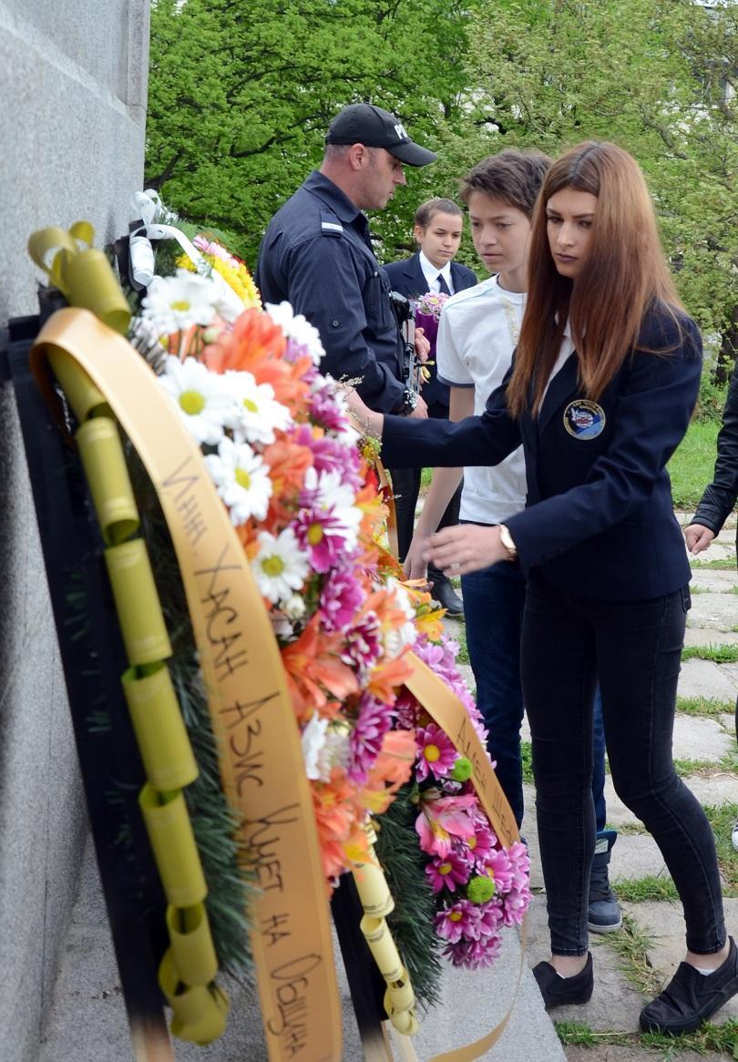 снимка 3 Из цялата страна честваха Гергьовден и Деня на храбростта (СНИМКИ)