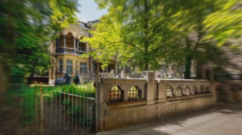 Рухна оградата на една от най-красивите стари къщи в София,
