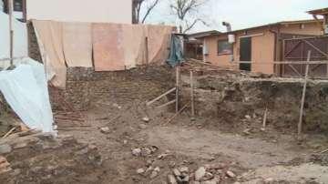 Откриха ценни предмети под съборена къща в Пловдив