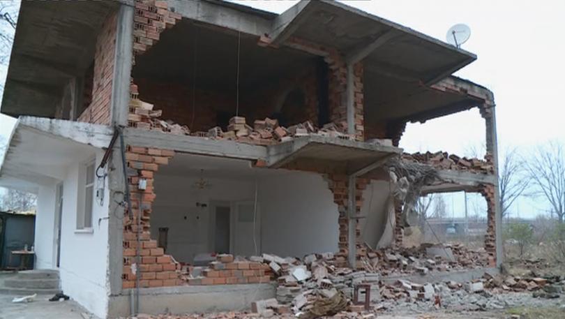 """Продължава събарянето на незаконни къщи в пловдивския район """"Северен"""". През"""
