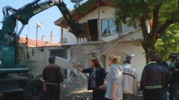Багери влязоха в ромската Арман махала
