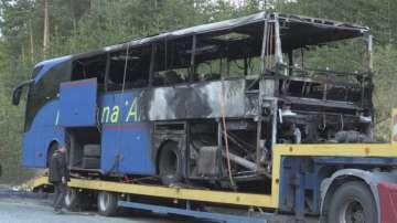 Късо съединение вероятно е причинило пожара в автобуса край Дервена