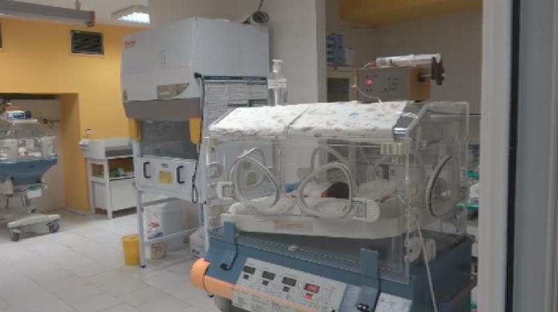 Семейство от Бургас дари кувьоз на Отделението по неонатология на
