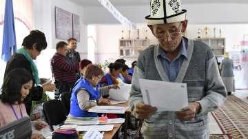 Наблюдателите на ОССЕ констатираха проблеми на изборите в Киргизстан