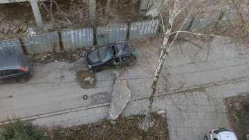 Бетонен къс смаза кола в София - кой носи отговорност?