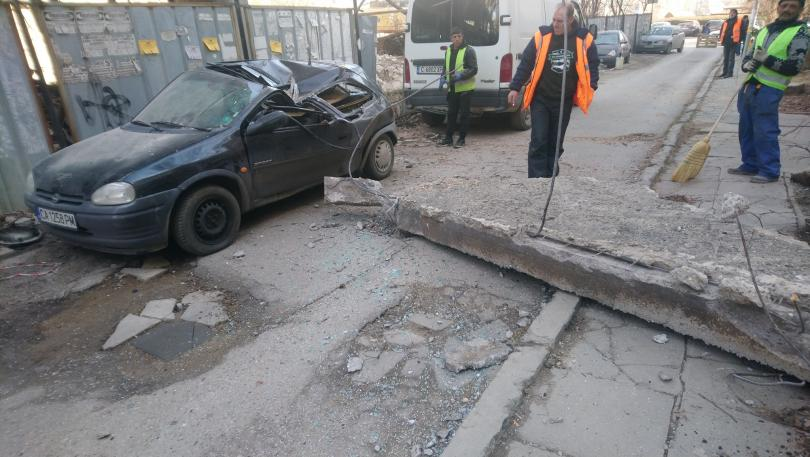 снимка 3 Бетонен къс смаза кола в София - кой носи отговорност?