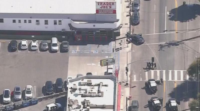 Полицията в Лос Анджелис арестува мъжа, който държа заложници в