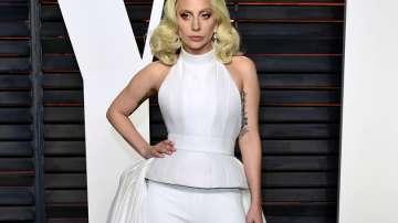 Лейди Гага предпочете кварталните барове за промоцията на новия си албум