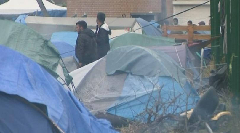 Френската полиция евакуира тази сутрин около хиляда мигранти от импровизиран