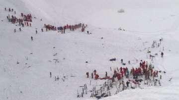 Лавина в Алпите уби трима