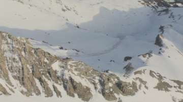 Лавина затрупа туристи в Швейцария